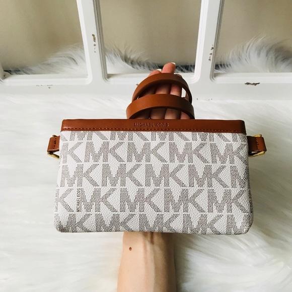 Michael Kors Handbags - MK Logo Wallet Belt Sz Large